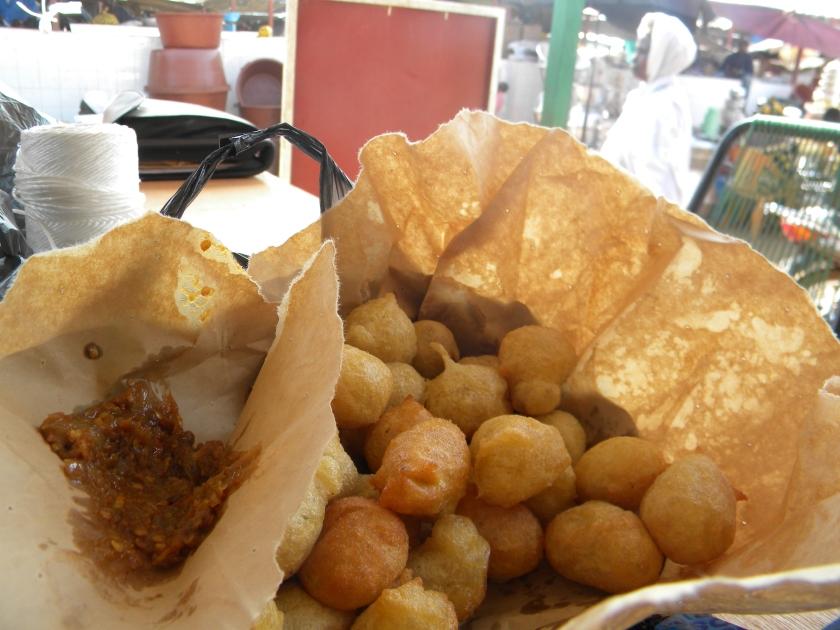 market street food snack bean beignet piment spice Mali rural