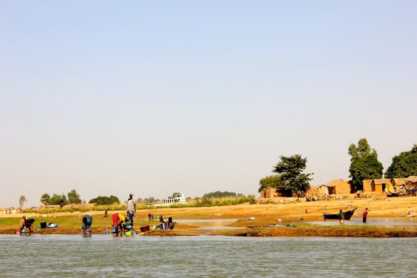 Mali Mopti Niger river island African traditional mud home